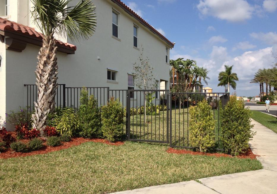 5' High Bronze Fence - Style 101 (2).JPG