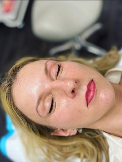 Healed lips (lipstick finish)
