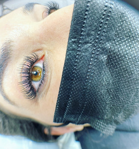 Lashes and healed lower liner