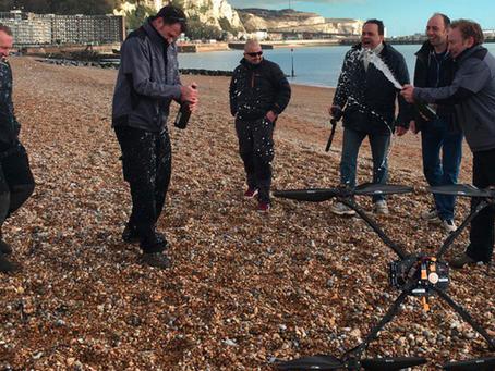 Un Drone fait un vol historique de 72 minutes à travers la Manche