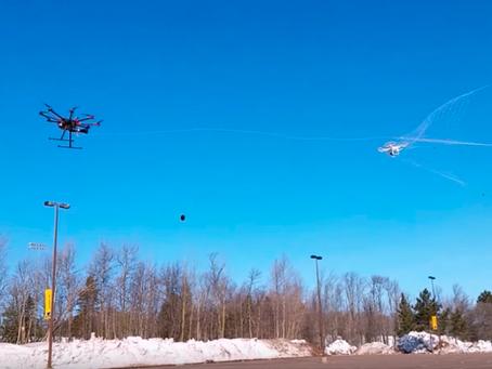 Au Japon un Drone Flic capture un Drone Suspect avec un filet