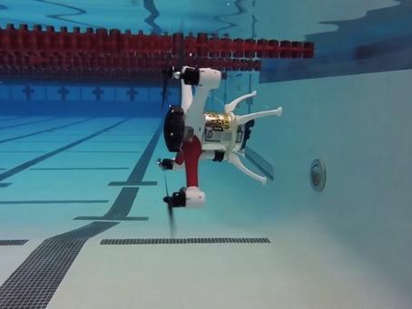 Le Drone Loon Copter vole, flotte et plonge sous la mer.