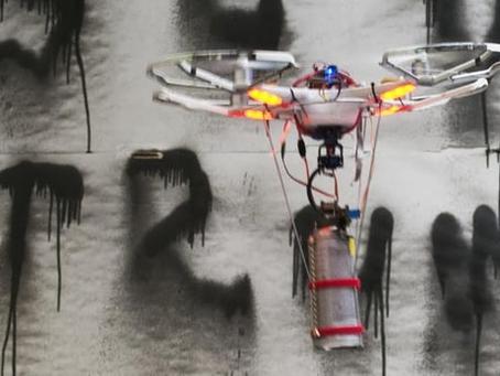 Le Drone artiste Icarus Two démontre une nouvelle précision avec un anti-tag Trump