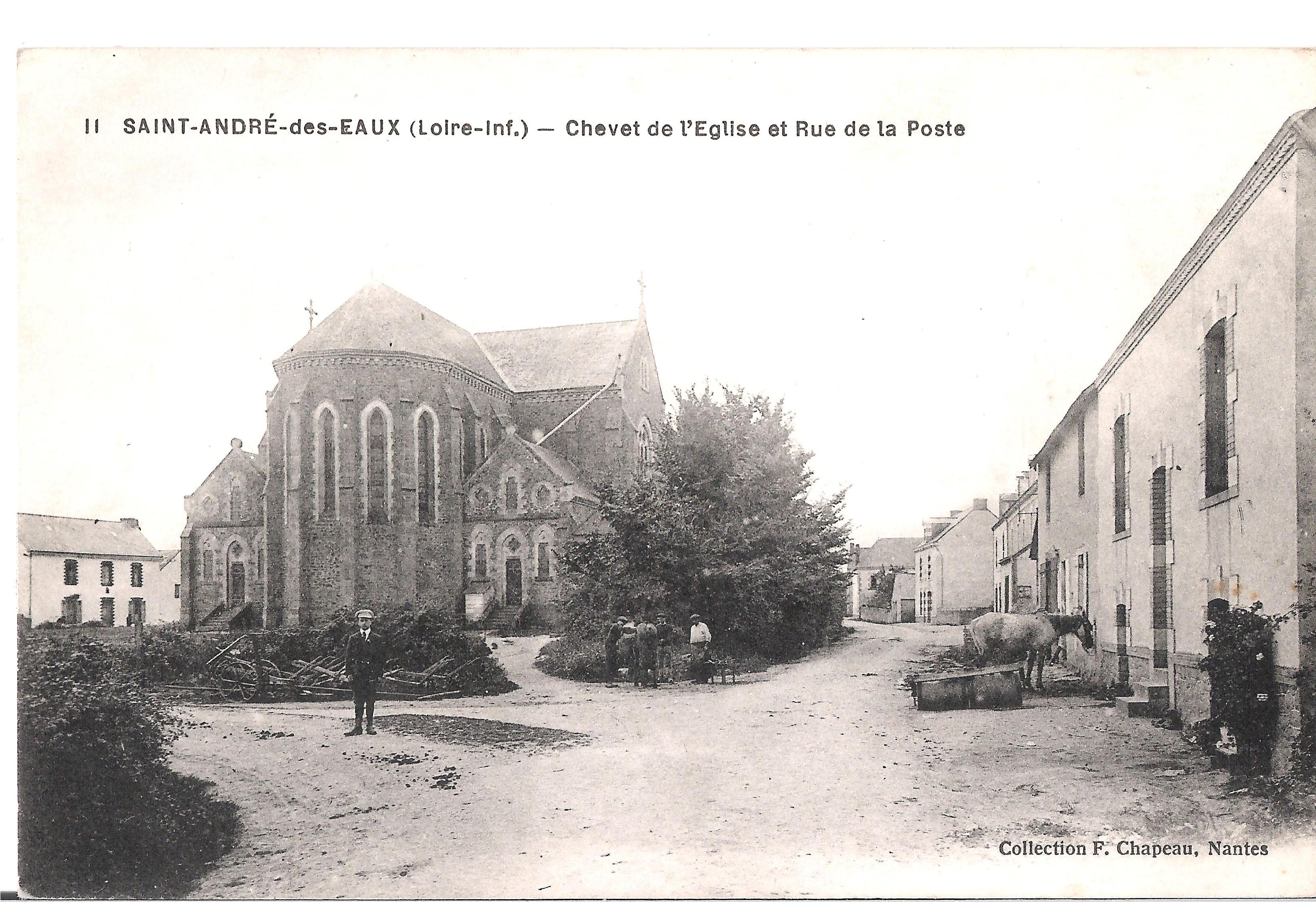 11 SAINT-ANDRE-des-EAUX - Chevet de l'Eglise et Rue de la Poste