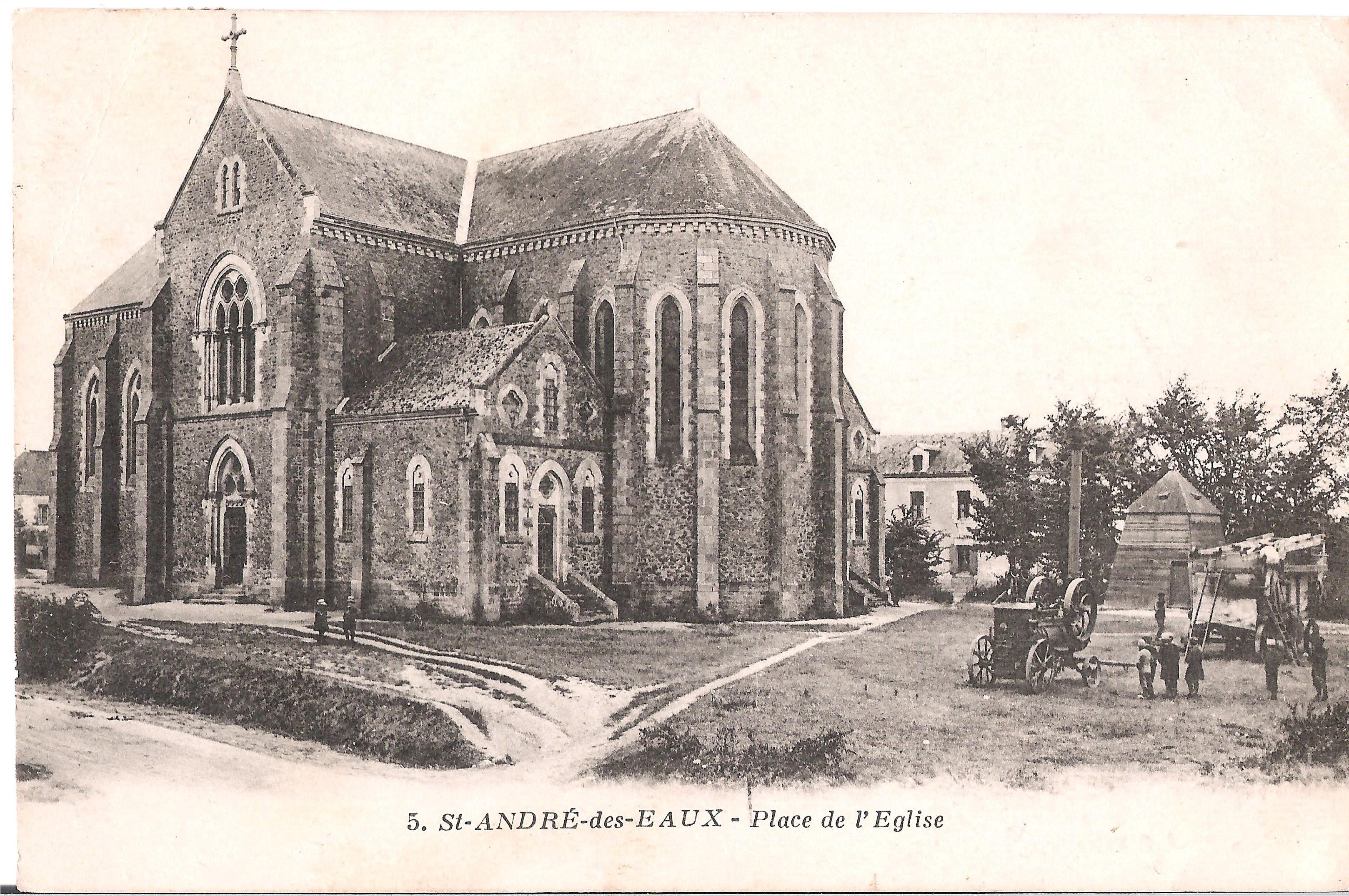 5 St-ANDRE-des-EAUX - Place de L'Eglise