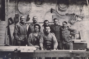 Ouvriers de l'atelier de menuiserie, 1934.
