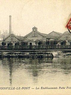 Vue des façades de l'usine Pathé depuis la Marne.