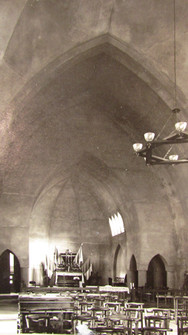 Photo de l'église avant la réalisation des fresques intérieures.