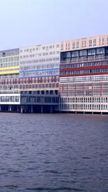 Il existe dans l'architecture contemporaine de nombreux exemples de construction utilisant des containers ou des systèmes constructifs modulaires inspirés de l'industrie portuaire.  L'agence d'architecture néerlandaise MVRDV livre ainsi en 2002 le Silodam, un immeuble de 157 logements situé dans le port d'Amsterdam, le long de l'IJ river.