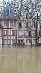 2. garder à distance de l'eau les espaces intérieurs lors d'éventuelles crues