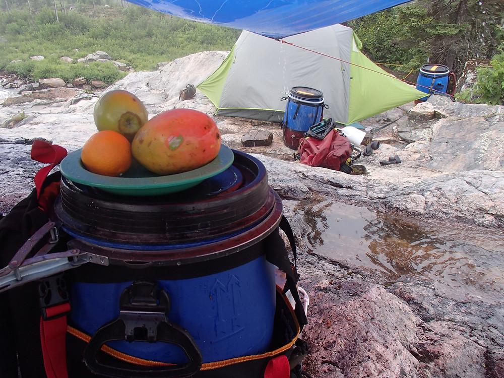 Snack sous la pluie, rivière Pontax, Baie James