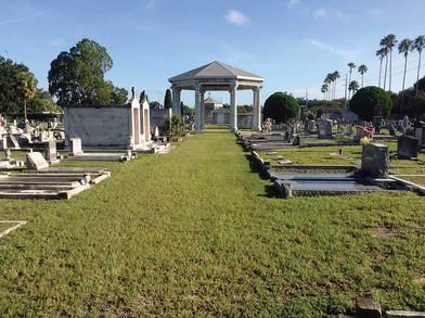 Centro Español Cemetery - some elaborate headstones and crypts.
