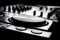 Peter V, DJ, Pioneer Mixer