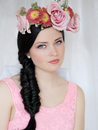Bridal hair with big flowers