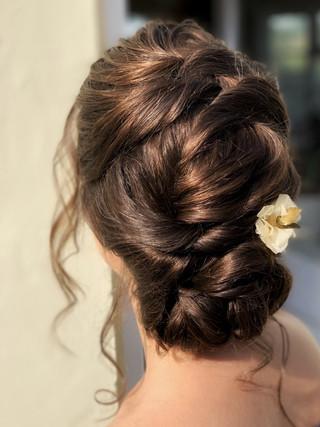 Minimalistic bridal hair