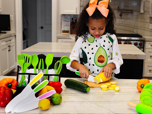 Kids 8 Piece Cutting Set (apron included)