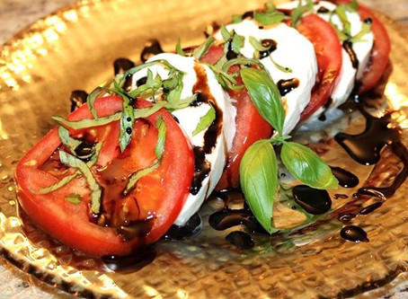 Caprese Salad with Balsamic Reduction 🍅