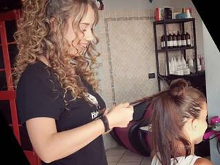 Perché cadono i capelli? Ecco i rimedi per rinforzarli!