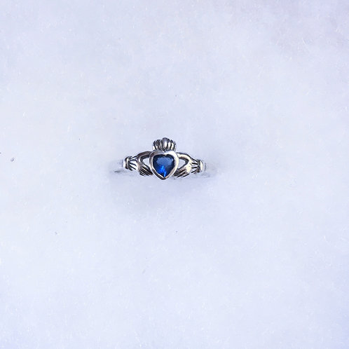 Saphire claddagh ring