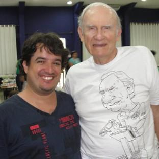 Caricatura desenhada em camiseta com caneta de tecido
