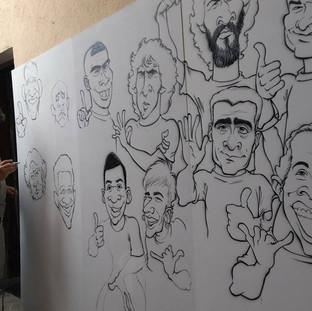 Painel modulado (dobrável) com 2,75 X 1,80 m com a pintura das caricaturas de 12 jogadores da Seleção Brasileira - em produção