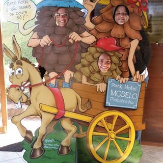 Carroça com familia pinha