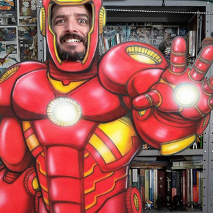 Edu como Iron Man