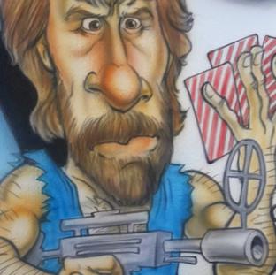 Chuck Norris jogando truco
