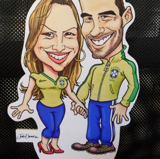 Tótem com as caricaturas de um casal