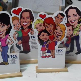 Tótens feitos para presentear as mães que trabalham numa empresa