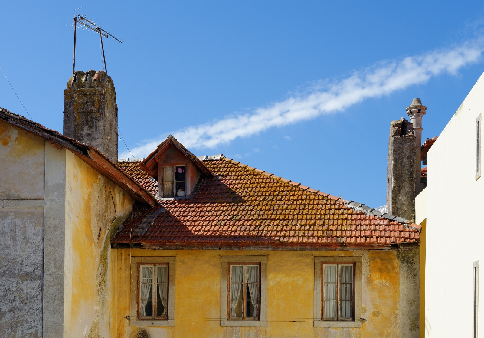 bigstock-An-old-house-in-Sintra-Portuga-108444893