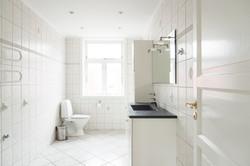 Lyst bad- og toilet