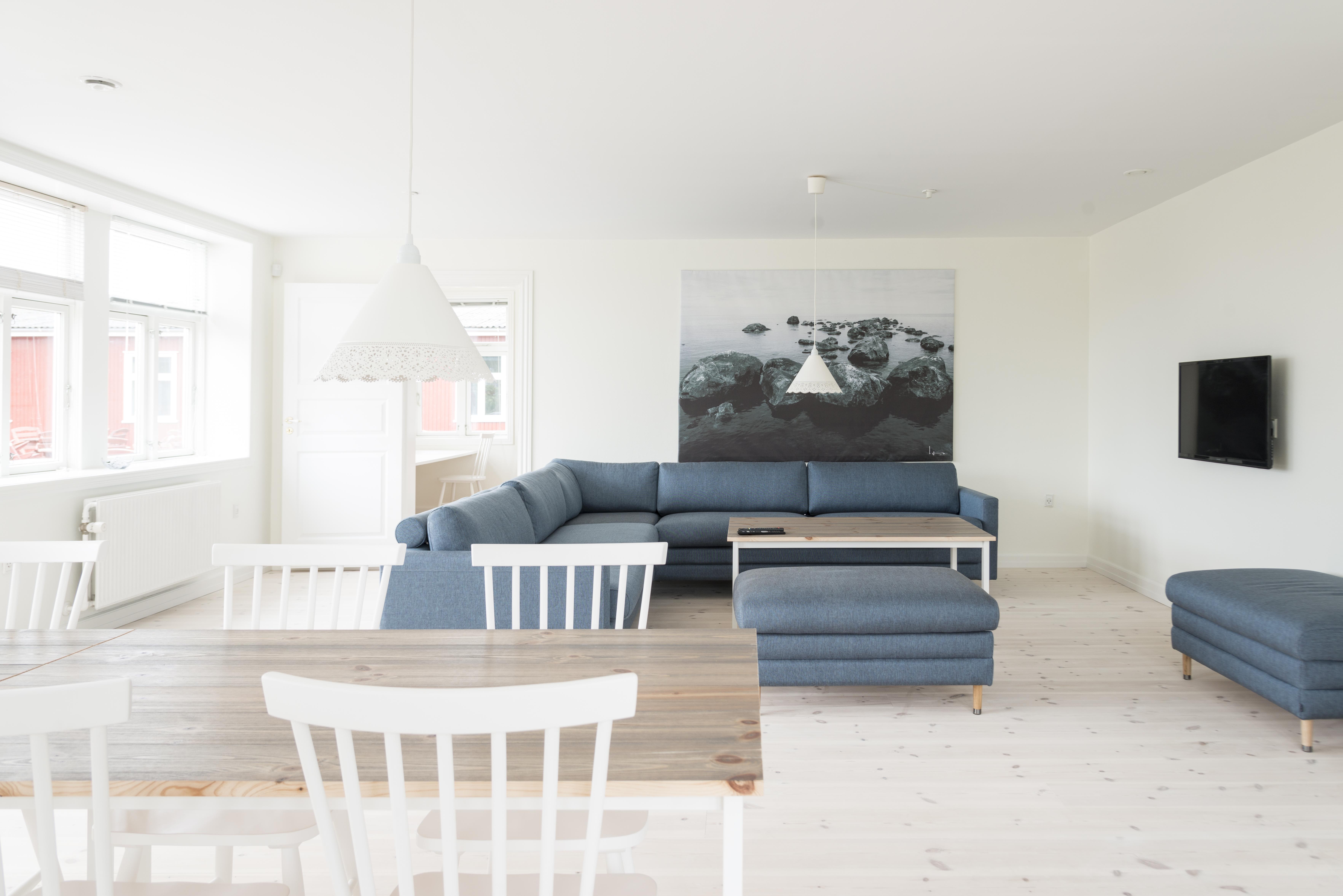 Stor stue med havudsigt