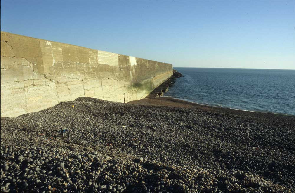 Newhaven harbour west wall