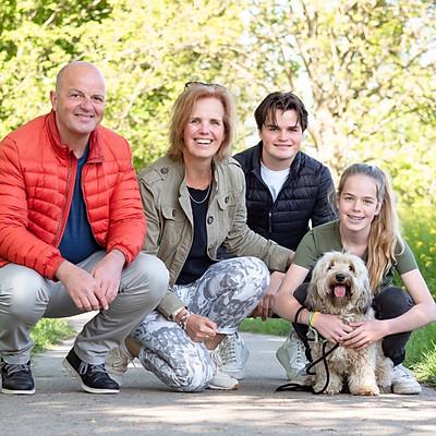 Tanya met haar gezin en Max