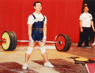 2000年  黃公謙(左邊)陳世強(右邊)出席香港健力錦標賽