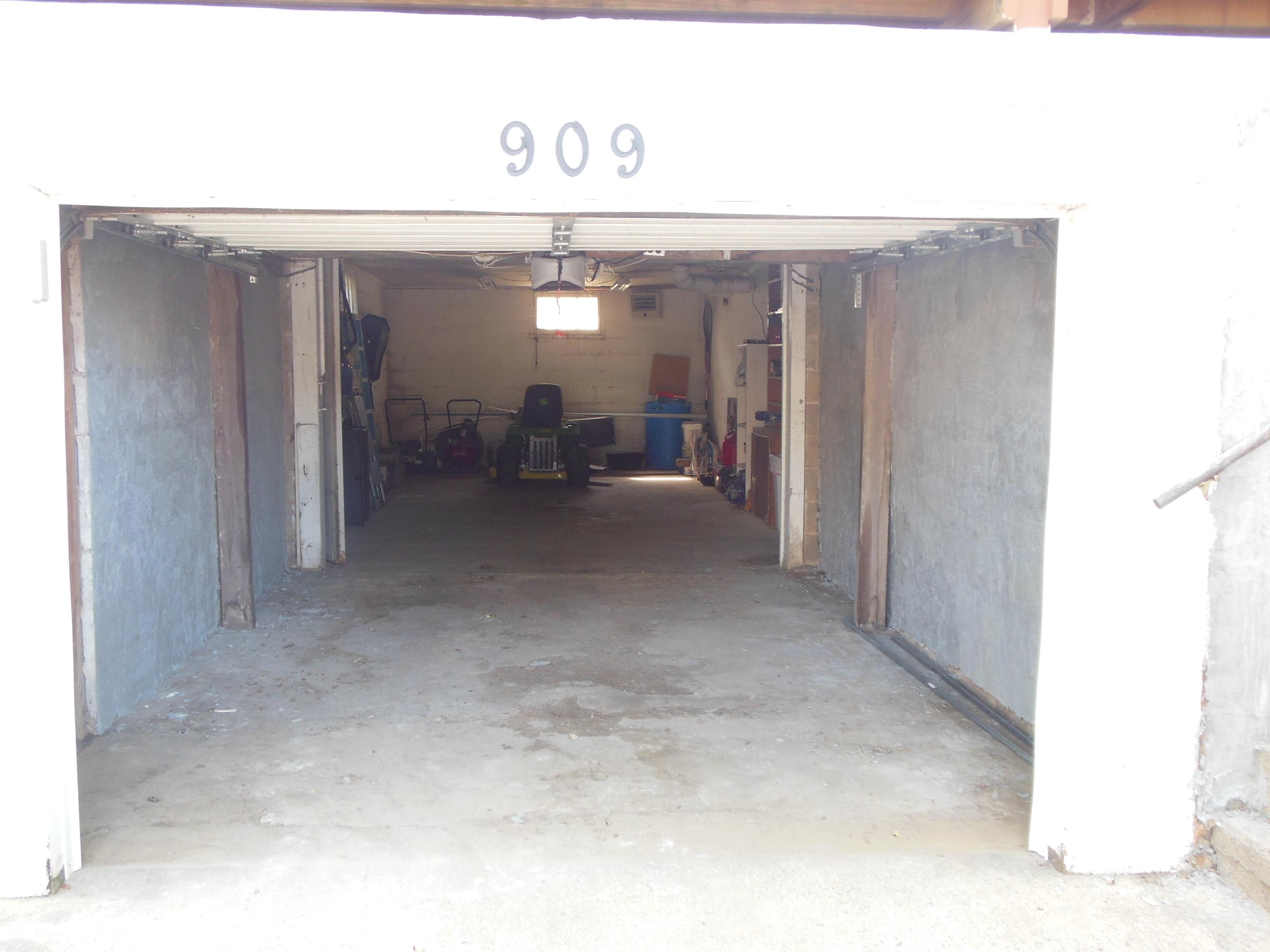 909 Lincolnway, Woodbine