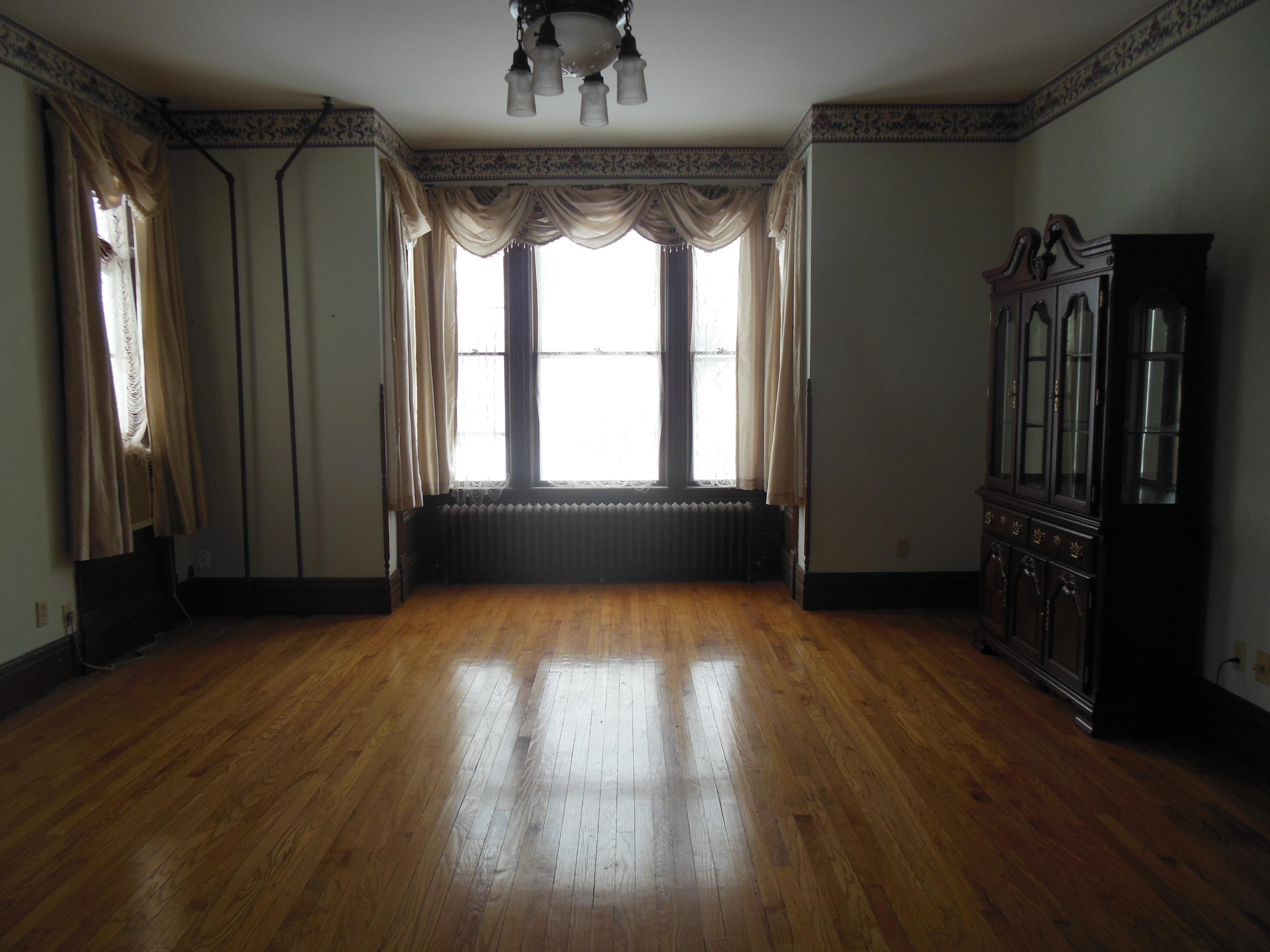 509 Normal, Interior