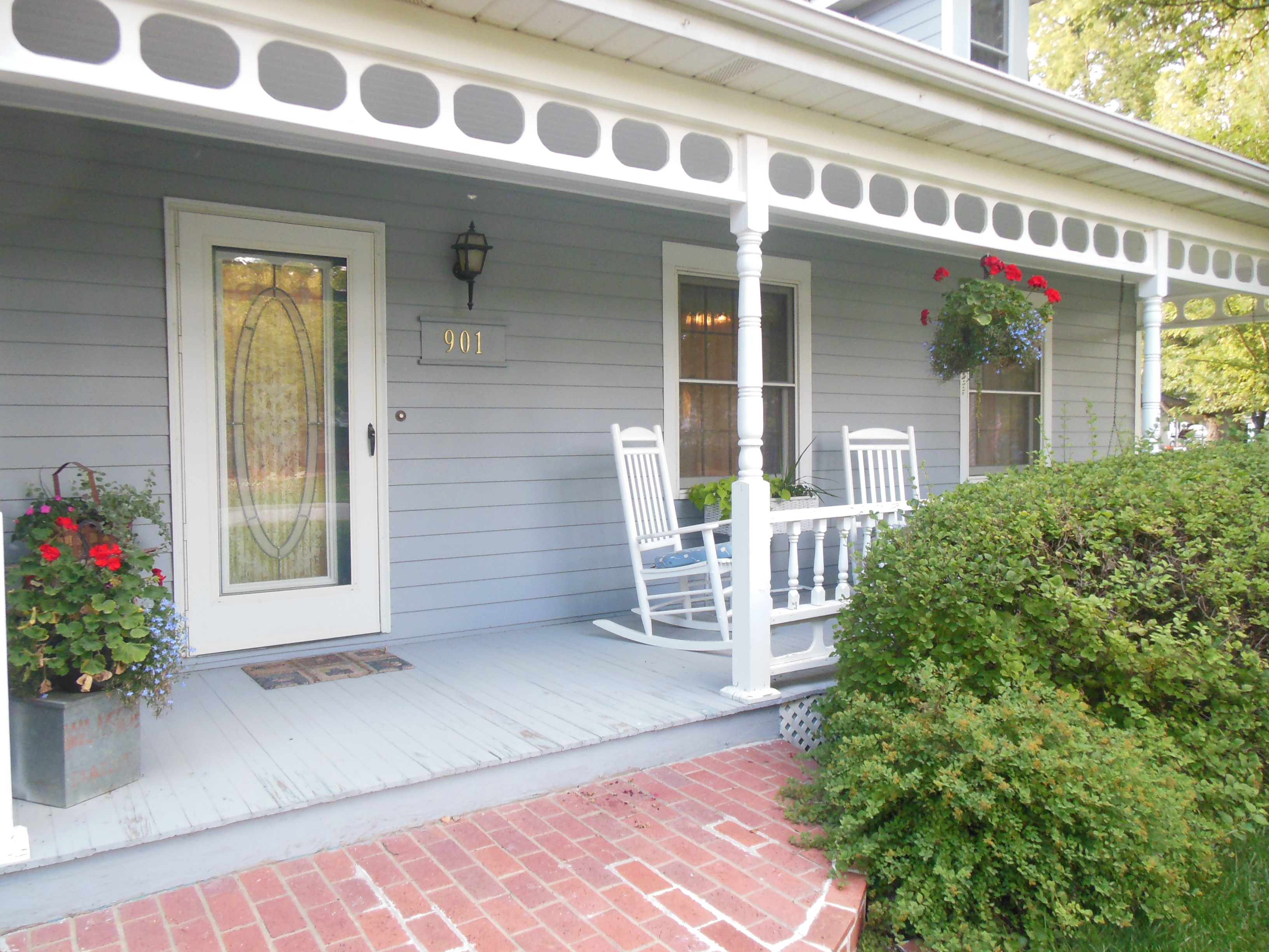 901 White St., Front Porch