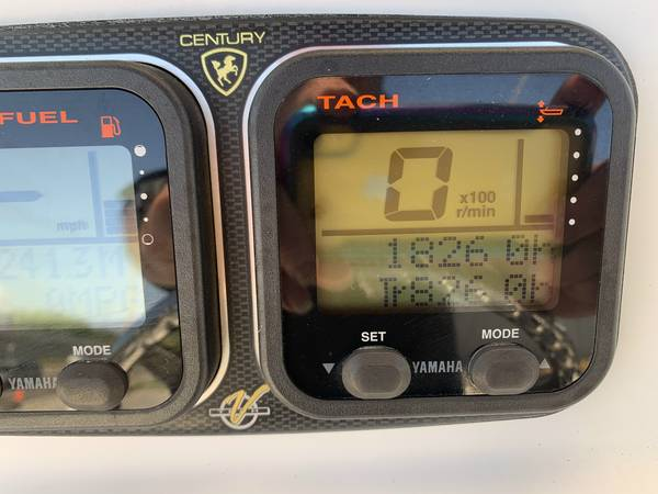 2007 Century 2400 Center Console 3