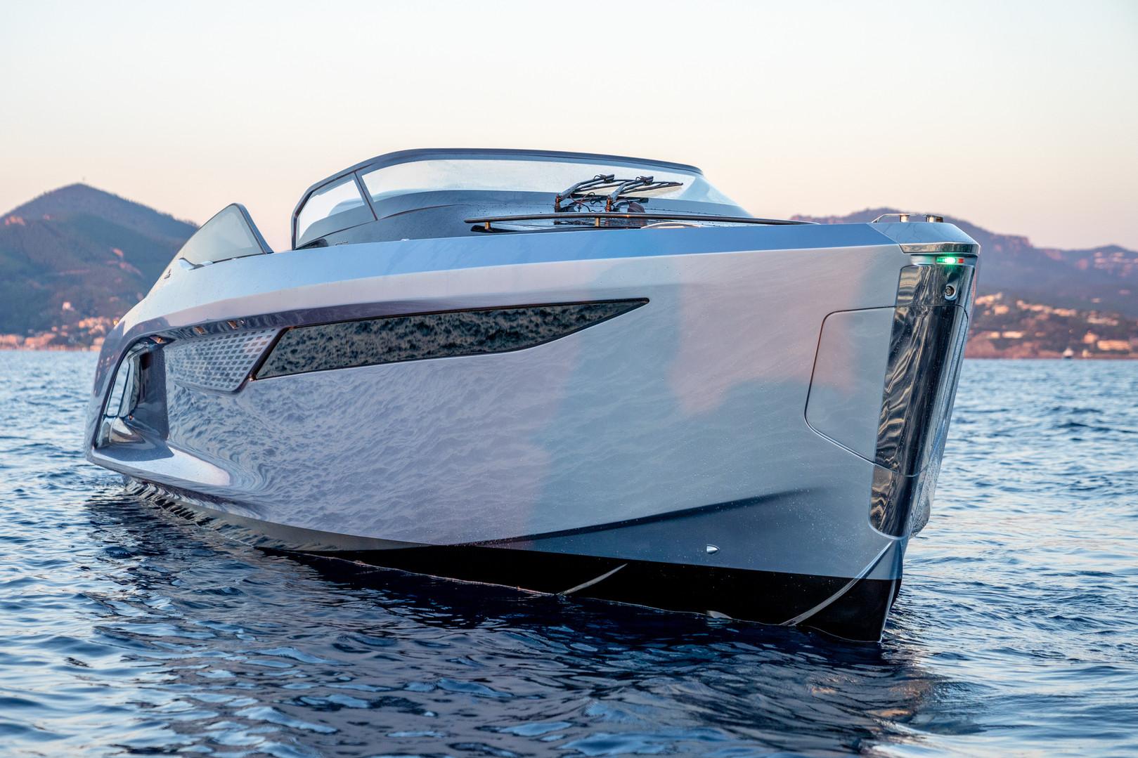 r35-exterior-ice-blue-hull