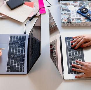 ordinateurs sur bureau
