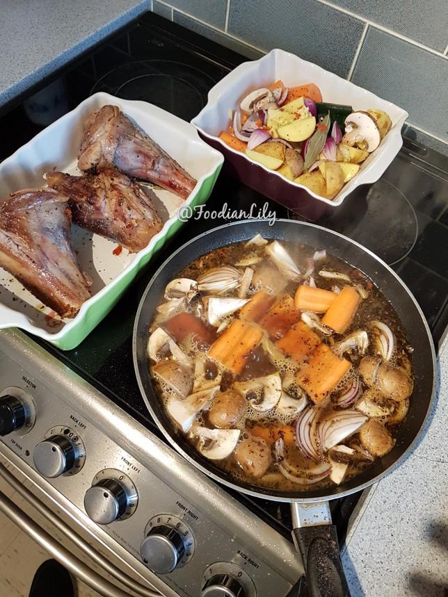 Sealed lamb shanks, vegetables and gravy