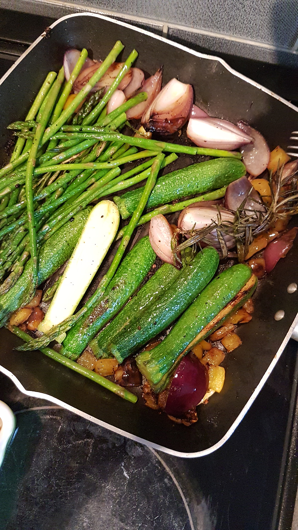 Asparagus, courgettes and onions in griddle pan