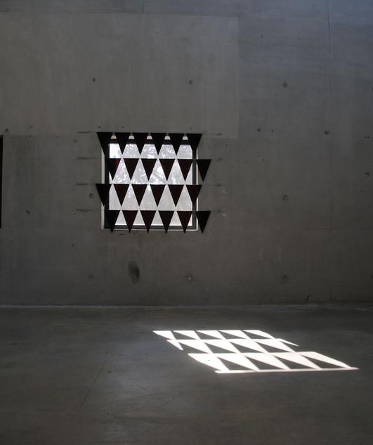 Vue de l'exposition Manifestation d'Athina Ioannou à l'Aspirateur, Narbonne, 2015.
