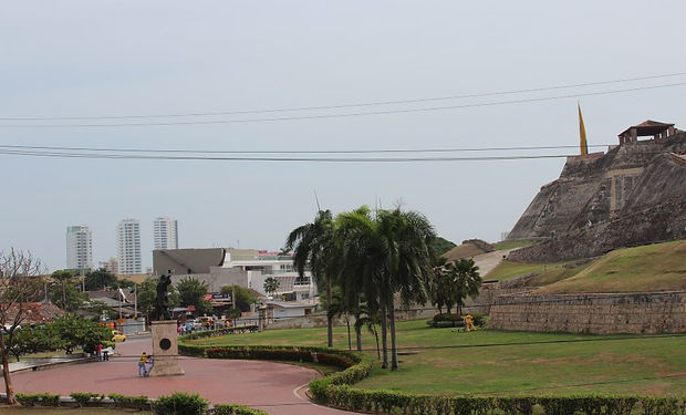 Mall Plaza El Castillo.jpg
