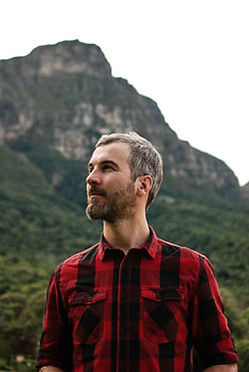 Johan Charlier moved to South Africa in 2012 to pursue his dreams. He is a journalist that now works as a copywriter, tour guide and dive instructor.