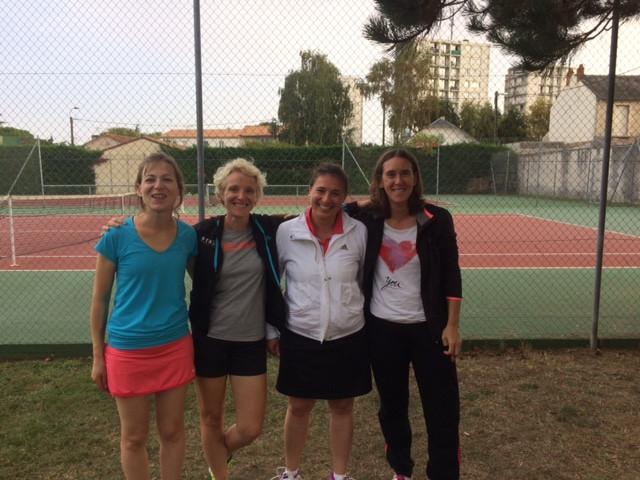 Une partie des filles de l'équipe + 35 ans. Bravo les filles, belle victoire!
