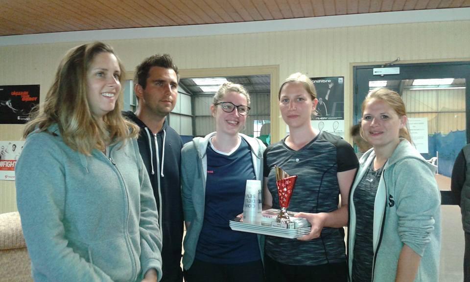 l'équpe des filles avec notre entraineur aux raquettes FFT à Parthenay