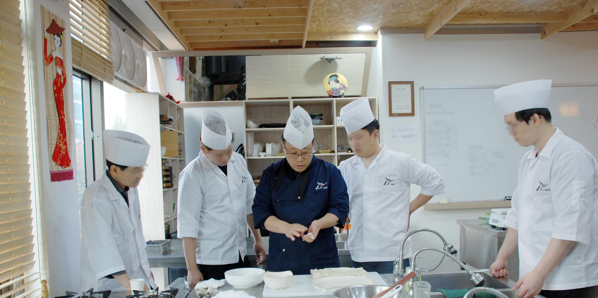 초밥 쥐는 법 시연